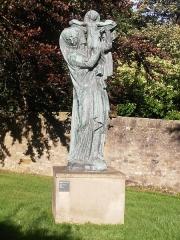 Statue monumentale de la Vierge à l'Enfant dite Vierge d'Alsace ou à l'Offrande - English: La Vierge d'Alsace (The Virgin of Alsace) by Émile-Antoine Bourdelle (1919–21), grounds of Scottish National Gallery of Modern Art Two, Edinburgh