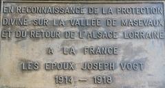 Statue monumentale de la Vierge à l'Enfant dite Vierge d'Alsace ou à l'Offrande - Français:   Panneau votif sur le socle de la statue de la Vierge d\'Alsace. Niederbruck. Haut-Rhin.