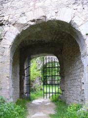 Ruines du château de Morimont - English: Castle Morimont - Main gate