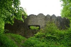 Ruines du château de Morimont - English: Castle Morimont - north-eastern turret.