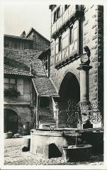 Fontaine de la Sinne - Français:   Riquewihr (Haut-Rhin, France) , vers 1935