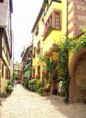 Maison - English: Riquewihr, Rue des Écuries, one of the most beautiful old towns in France (16th century)