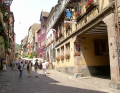 Maison dite à l'Etoile - English: Riquewihr, one of the most beautiful old towns in France (16th century)