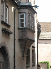 Maison - English: House of the merchant Tobie Berger with its oriel, in date of 1551, 6 rue Latérale, in Riquewihr (Haut-Rhin, France).