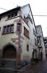 Puits dit des Juifs, situé à l'angle de la rue Hederich -  Riquewihr (76)