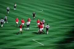 Ancienne maison de l'Oeuvre Notre-Dame - English: Manchester United's players celebrate their second goal by Paul Scholes in the 1999 FA Cup Final against Newcastle United at Wembley Stadium on 22 May 1999.