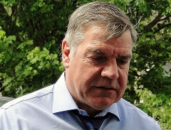 Ancienne maison de l'Oeuvre Notre-Dame - English: West Ham United manager, Sam Allardyce before his last home game as manager, against Everton at the Boleyn Ground, May 2015