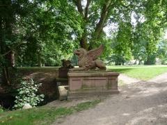 Ancienne orangerie des Hartmann - Français:   Griffons sculptés par Landolin Ohmacht (Parc de la Fecht, Munster, Haut-Rhin)
