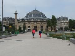 Bourse de commerce - Français:   Bourse de commerce de Paris vue de l\'allée Baltard, Jardin Nelson-Mandela, Ier arrondissement, Paris, France.