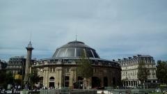 Bourse de commerce - Français:   Vue de la Bourse de Commerce de Paris depuis le parc Nelson Mandela