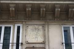 Enceinte de Philippe-Auguste - Deutsch: Erklärungstafel zur Porte aux Peintres, einem Tor der Stadtmauer von Philippe Auguste in der Rue Saint-Denis n° 135 im 2. Arrondissement in Paris (Île-de-France/Frankreich)