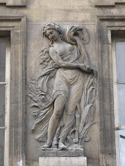 Fontaine du Trahoir - English: Nymph on the fontain of the Croix du Trahoir, Paris 1st arr.)
