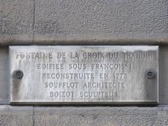 Fontaine du Trahoir - English: Plaque of the fontain of the Croix du Trahoir, Paris 1st arr.