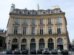 Ancien hôtel Bergeret de Talmont - English: Numbers 2 (left half of the building) and 4 (right half) of place des Victoires in Paris