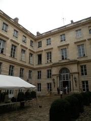 Ancien hôtel Saint-Florentin, puis hôtel de Talleyrand, actuellement consulat des Etats-Unis - Français:   Hôtel de Saint-Florentin - Cour