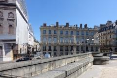 Ancien hôtel Saint-Florentin, puis hôtel de Talleyrand, actuellement consulat des Etats-Unis -  Jardin des Tuileries @ Paris