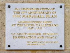 Ancien hôtel Saint-Florentin, puis hôtel de Talleyrand, actuellement consulat des Etats-Unis - Français:   Plaque 50e anniversaire du Plan Marshall - Rue de Rivoli à Paris - EN