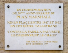 Ancien hôtel Saint-Florentin, puis hôtel de Talleyrand, actuellement consulat des Etats-Unis - Français:   Plaque 50e anniversaire du Plan Marshall - Rue de Rivoli à Paris - FR