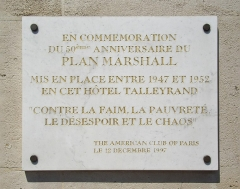 Ancien hôtel Saint-Florentin, puis hôtel de Talleyrand, actuellement consulat des Etats-Unis - English:   One of the twin plaques in English and French at No 256 Rue de Rivoli, on the façade of the Hôtel Talleyrand, also known as Hôtel Saint-Florentin, Paris 1st. In commemoration of the 50th anniversary of the Marshall Plan administered here at the Hôtel Talleyrand, 1947-1952, \