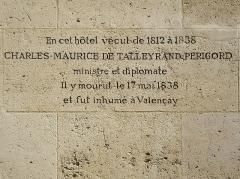 Ancien hôtel Saint-Florentin, puis hôtel de Talleyrand, actuellement consulat des Etats-Unis - Français:   Inscription murale sur l\'hôtel de Saint-Florentin, dit aussi hôtel de Talleyrand-Périgord, rue Saint-Florentin, Paris 1er, où vécut Talleyrand de 1812 jusqu\'à sa mort le 17 mai 1838.