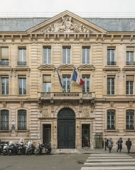 Ancien hôtel de Toulouse - English: The Hôtel de Toulouse as seen from West. The building is currently used by the Banque de France