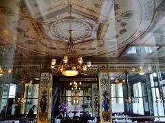 Immeuble en bordure du Palais-Royal, restaurant Le Grand Véfour - Deutsch: im Restaurant Grand Véfour im Palais Royal, Paris, Region Île-de-France, Frankreich