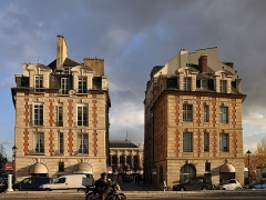 Immeuble - English: Building located in 31 place Dauphine at Paris 1st arrondissement in France. Building is classifed as the historical heritage by the French Ministry of Culture.