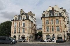 Immeuble -  Twin houses, Place du Pont Neuf, Paris.