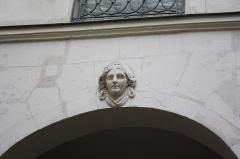 Immeuble abritant le théâtre des Déchargeurs - Deutsch: Haus Nr. 3 rue des Déchargeurs in Paris, Mascaron