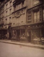 Immeuble - English: Old shop