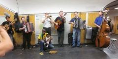 Métropolitain, station Châtelet -  A band in the Chatalet station, Paris.