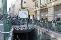 Métropolitain, station Châtelet -  Châtelet station, Paris.