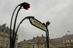 Métropolitain, station Louvre -  Metro Palais Royal