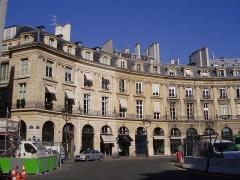 Place des Victoires : le sol - English: West part of the place des Victoires (Paris, 2d arrondissement)
