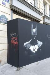 Place des Victoires : le sol -  Batman @ Street art @ Paris