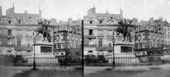 Place des Victoires : le sol - Magyar: Place des Victoires, XIV. Lajos lovasszobra.