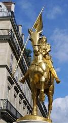 Statue de Jeanne d'Arc -  Statue of Jeanne d'Arc in Paris, Rue de Rivoli