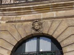 Ancien hôtel Cornette ou ancien hôtel Le Duc-Desnoues - English: Hôtel Cornette, place des Victoires, Paris