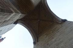 Ancien hôtel des ducs de Bourgogne : Tour de Jean Sans Peur - English: The Tour Jean-sans-Peur or Tour de Jean sans Peur (English: Tower of John the Fearless), located in the 2nd arrondissement of Paris, is the last vestige of the Hôtel de Bourgogne, the residence first of the Counts of Artois and then the Dukes of Burgundy.