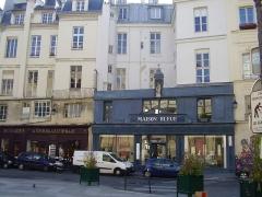 Ancien hôtel Gigault de La Salle, ou hôtel André-d'Arbelles, ou hôtel Biliotti - English: Back of the Hôtel Gigault de La Salle from Basilique Notre-Dame des Victoires
