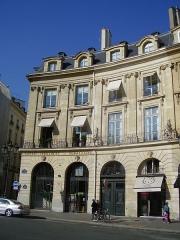 Ancien hôtel de Metz de Rosnay, ou hôtel de Forceville, ou hôtel Vigier - English: Hôtel de Metz de Rosnay, or hôtel de Forceville, or hôtel Vigier on the place des Victoires (Paris)