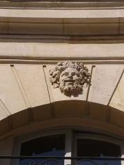 Ancien hôtel de Prévenchères, ou hôtel Lenoir - English: Mascaron of the hôtel de Prévenchères, 6 place des Victoires, Paris