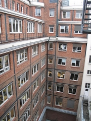 Immeuble du Crédit Lyonnais (annexe) - English: Inner courtyard of the annex of the Crédit Lyonnais HQ, 6 rue Ménars, Paris 2nd arrond.