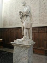 Immeuble - English: I Newton Statue