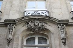 Immeuble - Deutsch: Rue Tiquetonne n° 13 im 2. Arrondissement in Paris (Île-de-France/Frankreich), Maskarons