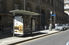 Mairie annexe du deuxième arrondissement - Deutsch: Bushaltestelle (Linie 29) an der Mairie des 2. Arrondissement in Paris (Île-de-France/Frankreich)