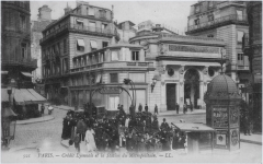 Métropolitain, station Quatre-Septembre - English: Corner of the rue du 4-Septembre and the rue de Choiseul lookink to North-East. Now, is there the building named Centorial, formerly Crédit Lyonnais headquarters. The photo was taken between 1904 (opening of the metro station 4-Septembre) and 1911 (the CL HQ was built).
