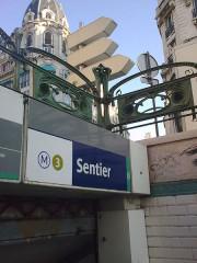 Métropolitain, station Sentier - English: entree metro sentier