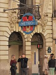 Métropolitain, station Sentier -  Métro Sentier