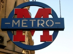 Métropolitain, station Sentier - English: Sign of Paris' metro. Style first used in 1937 and first use of single M-in-a-circle.